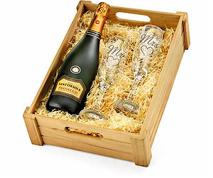 'Mr & Mrs' Prosecco & Engraved Flutes in Wooden Crate